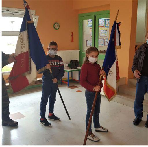"""L'école participe à l'action """"Une école, Un drapeau""""."""