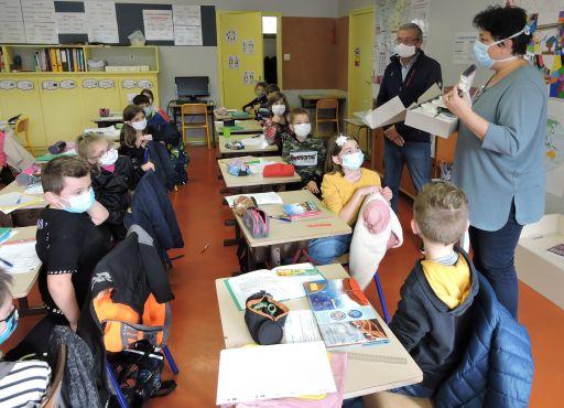 La commune offre des masques aux écoliers de l'école élémentaire