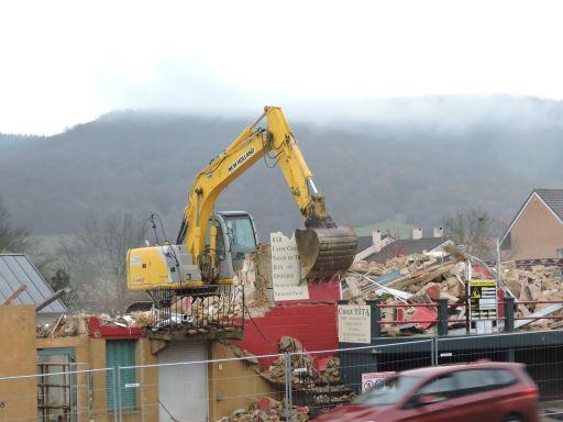 Démolition de l'ancien bâtiment qui sera remplacé par le cabinet médical